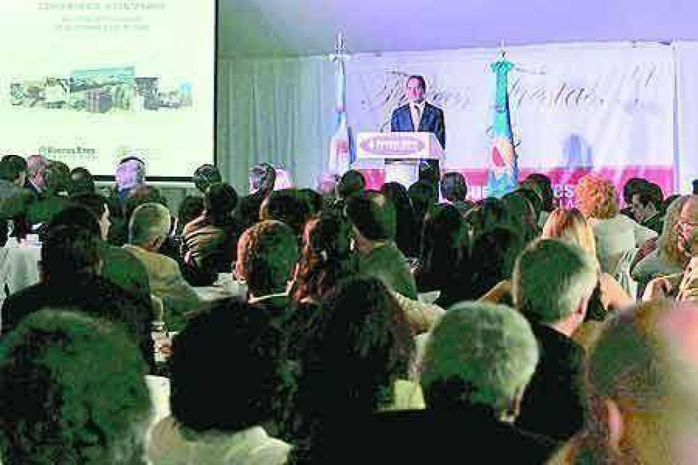 Scioli expuso políticas estratégicas