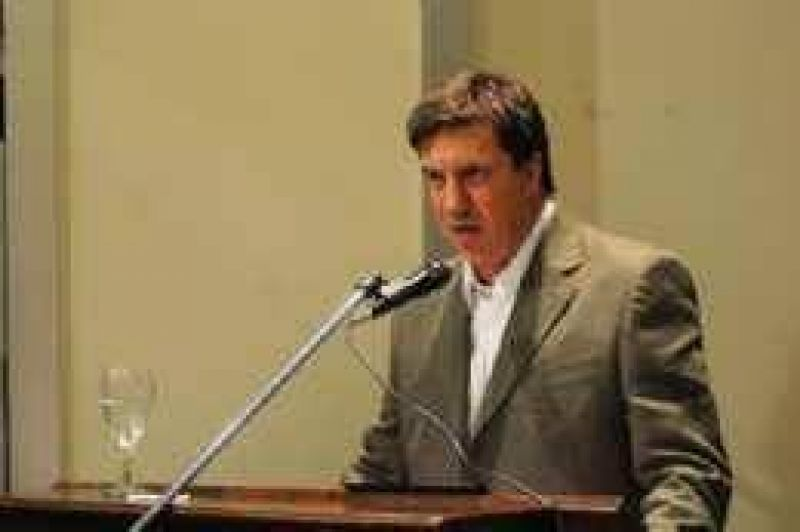 Según Luis Bussi, su padre no triplicó la deuda de la Provincia