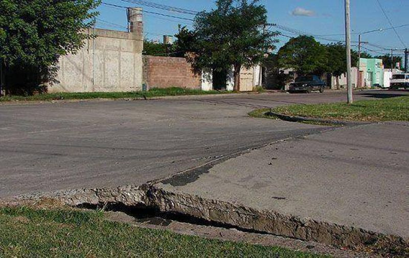 Por el calor se levantó el asfalto en Saavedra y Rendón