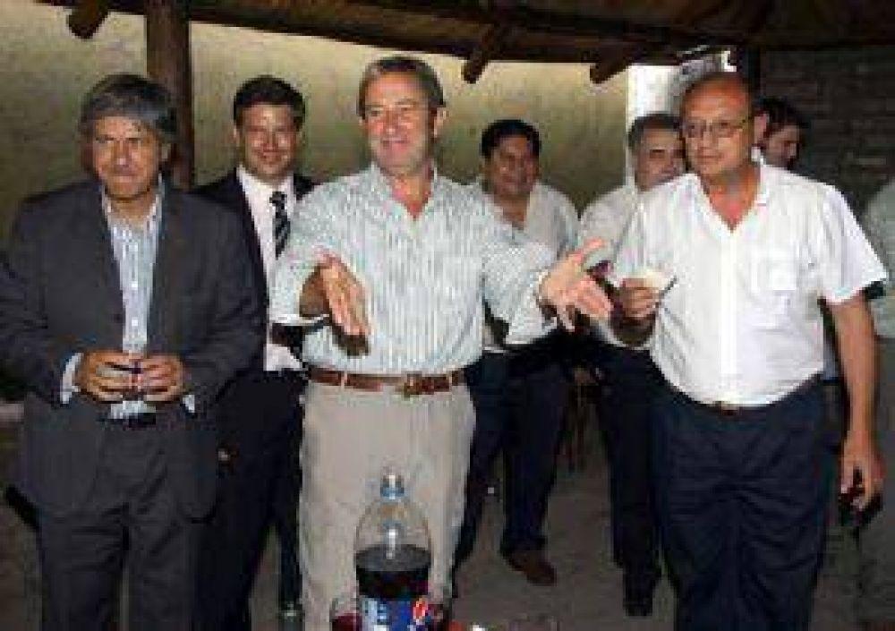 """Cobos dice que """"en días"""" los radicales del Confe volverán al radicalismo"""