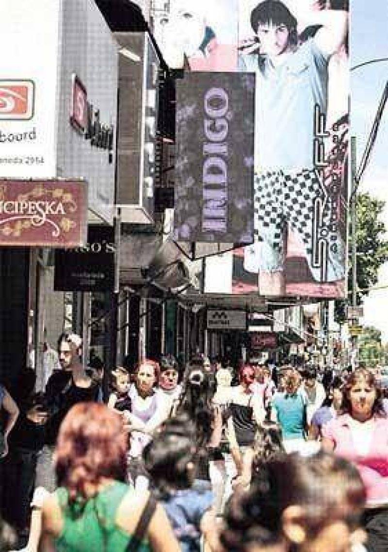 La calle Avellaneda desplaza a Once como polo textil porteño