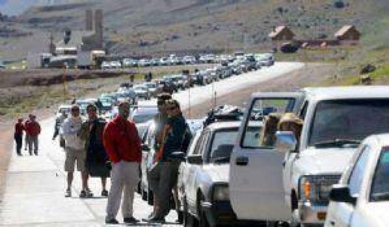 Jaque reclamó al Gobierno nacional por las largas colas en el paso a Chile
