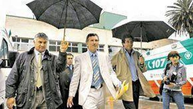 Represión: Macri pone paños fríos y en su entorno le pegan a Guelar