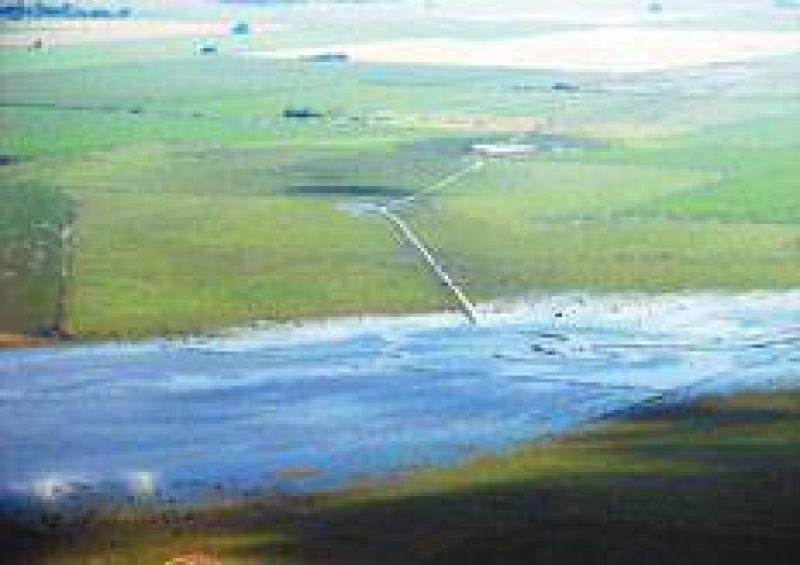 El agua es nuestra, los canales son ajenos