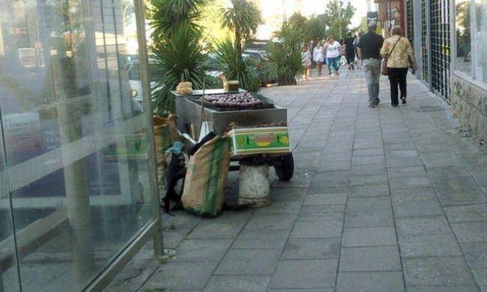 Desalojaron puestos de comidas rápidas en la zona del Puerto