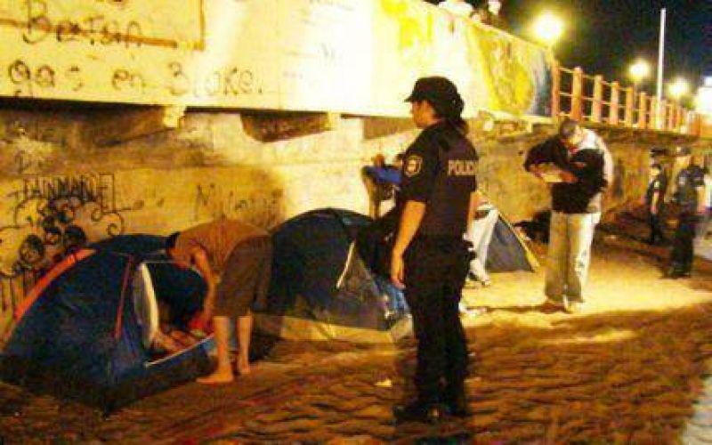 Secuestran carpas en playas de Mar del Plata a infraccionan a limpiavidrios
