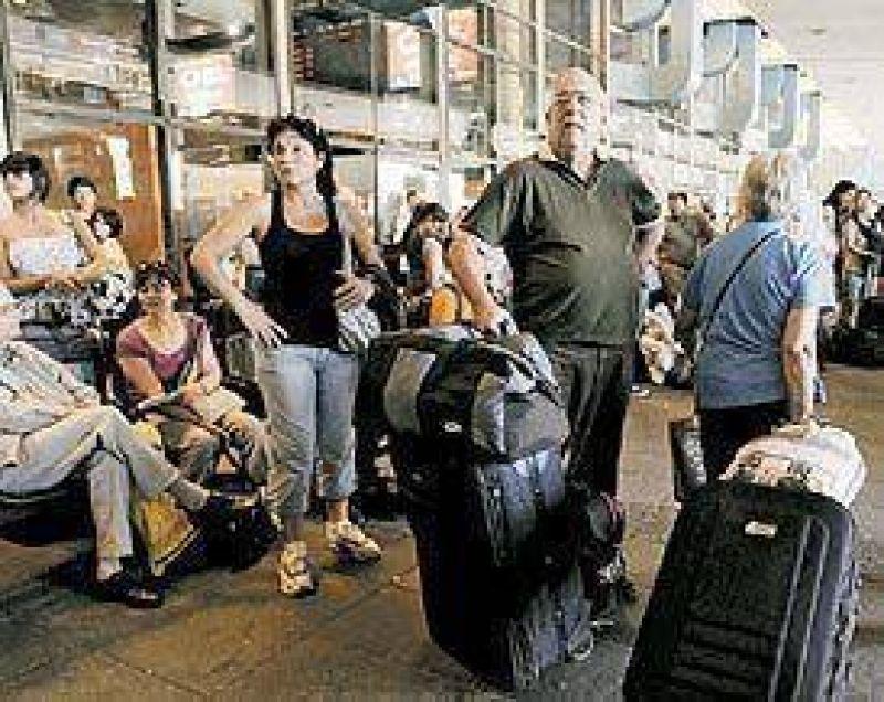 Retiro: 12 mil turistas quedaron rehenes de un paro de micros