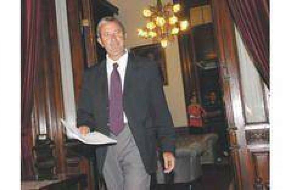 Pelea por el Central llega al Congreso: la oposición busca voltear los decretos