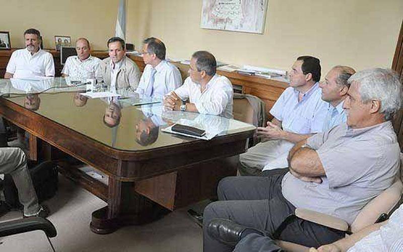 Olavarría y Rauch firmaron el control de cargas con cámaras empresarias y transportistas