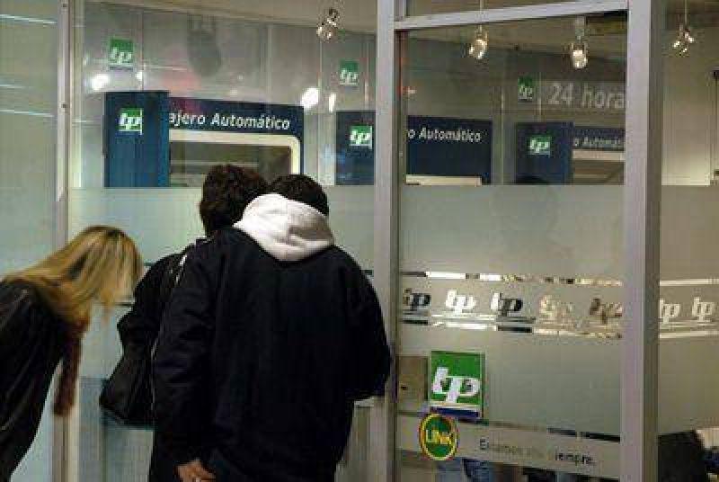 Intenso movimiento en los cajeros automáticos y agencias de cobranza