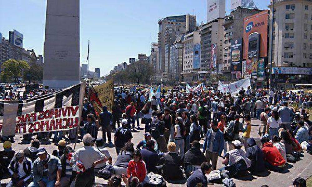 Grupos piqueteros volverán a marchar por la Capital Federal