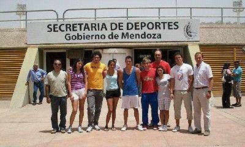 Atletas mendocinos visitaron al secretario de Deportes