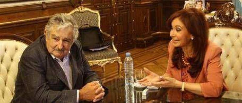 Con una hora de retraso, Cristina recibió a Mujica: nada nuevo sobre Botnia