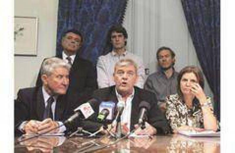 La oposición amenaza con reflotar la autoconvocatoria