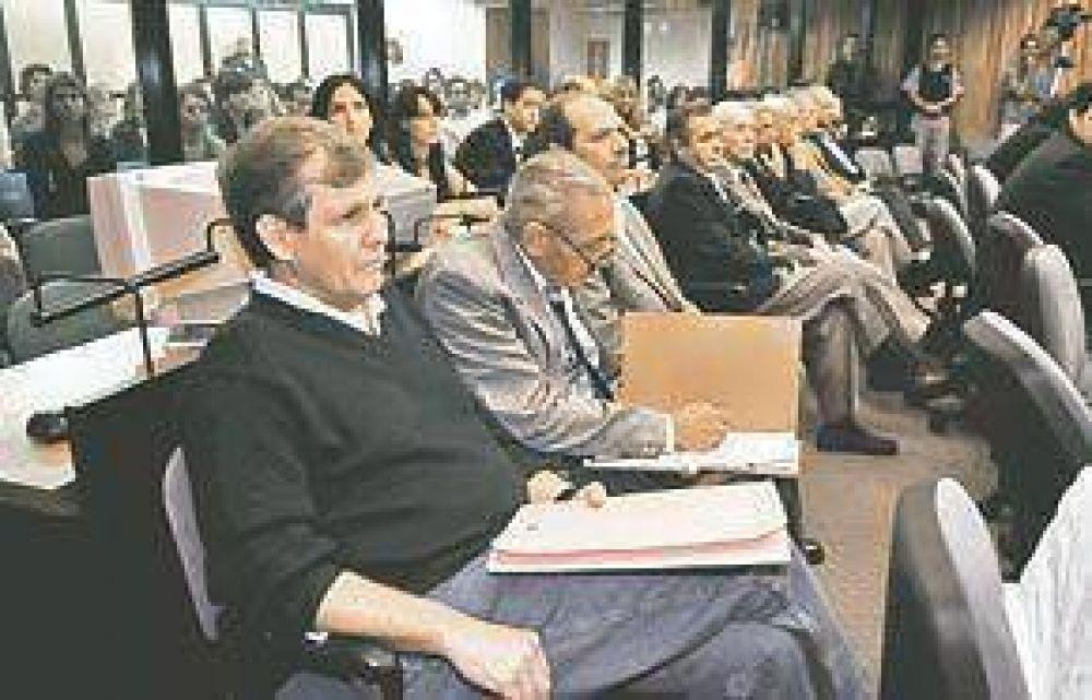 ESMA: abucheos en el reinicio del juicio