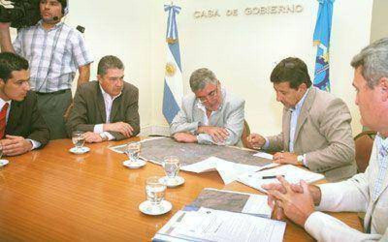 Dos empresas presentan ofertas para tender líneas de energía en Sarmiento