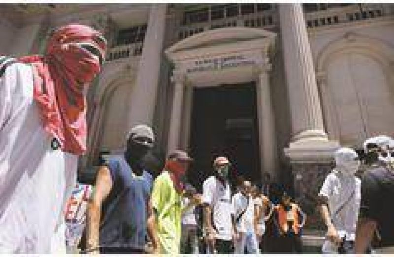 A pesar del ruido pol�tico, los ahorristas aumentaron sus dep�sitos en los bancos