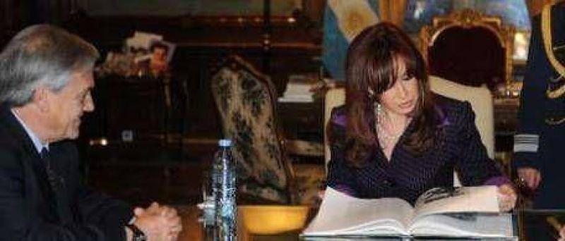 Cristina felicitó a Piñera e irá al acto de asunción