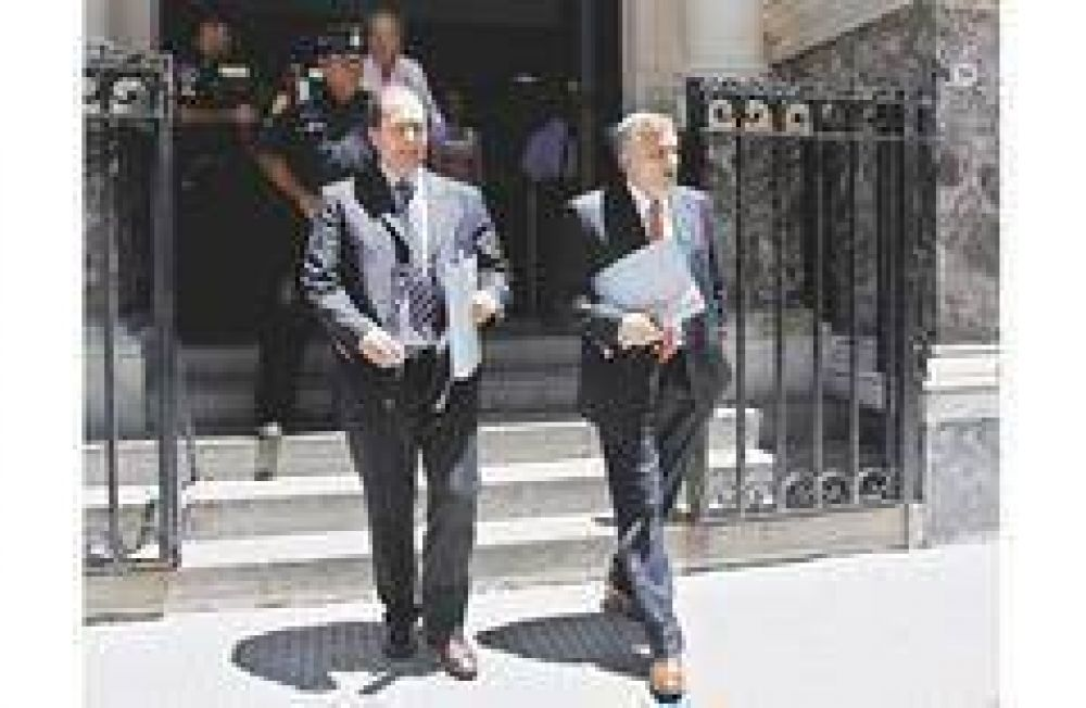 """La oposición le quitó su respaldo a Redrado aunque piden salida """"digna"""""""