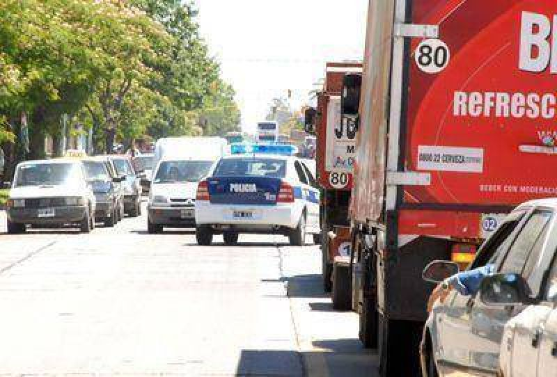 Crece el desorden en el tránsito y en las veredas de avenida Libertad