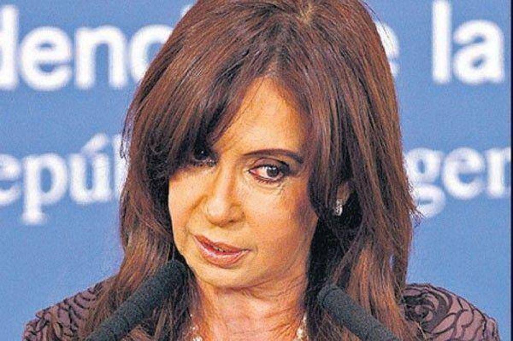 La Presidenta no va a China para no dejar a Cobos a cargo