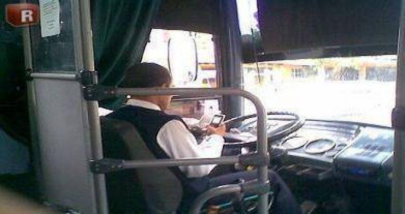 Obligarán a choferes de micros a apagar sus celulares en las rutas