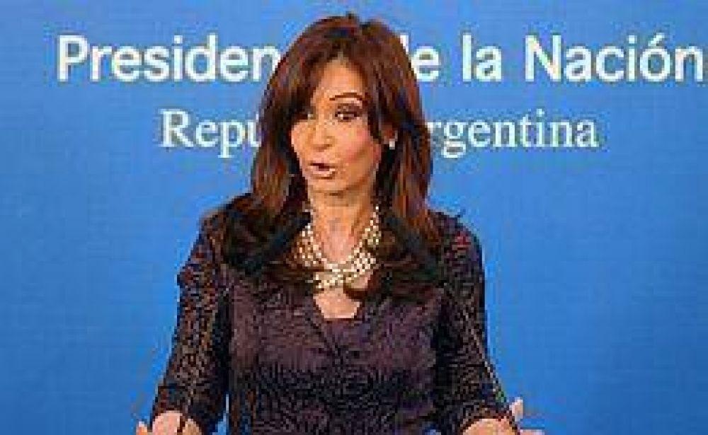 Cristina adelantó que la desocupación bajó a 8,4% y confirmó que el superávit comercial fue récord