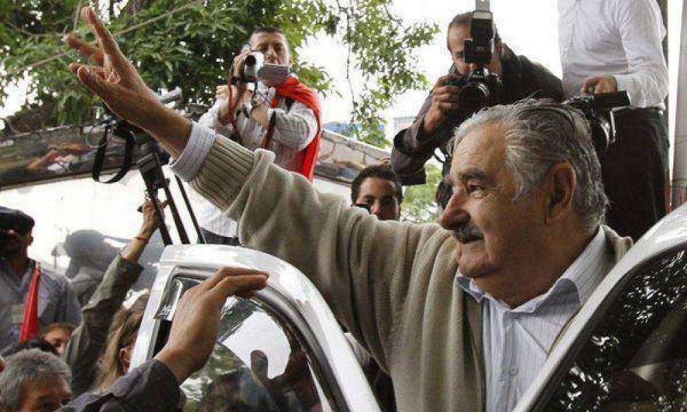 Mujica busca atraer inversiones provenientes de la Argentina