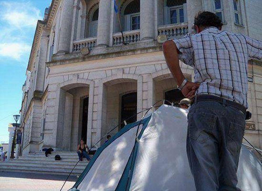 La FTV se quedó sin respuesta: tienen que esperar hasta febrero y volvió la carpa frente al Palacio