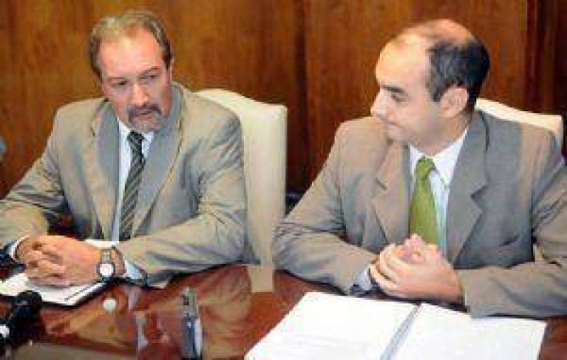 Pagan sueldos estatales aunque no llega la plata del Banco Nación