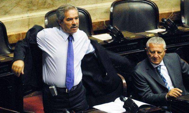 Solá criticó a Duhalde por pedir que militares participen de la seguridad
