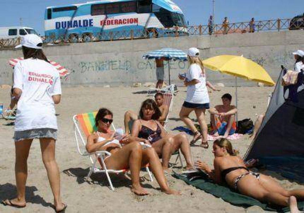 Duhaldistas caminaron las playas de Santa Clara del Mar explicando la propuesta de Duhalde Presidente 2011
