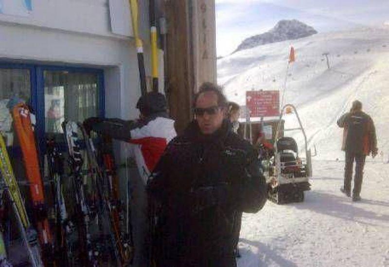 Lejos de la crisis provincial, Scioli aprende a esquiar en los Alpes suizos