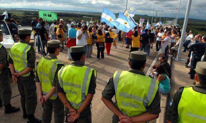 Los asambleístas insisten con los cortes en el puente fronterizo