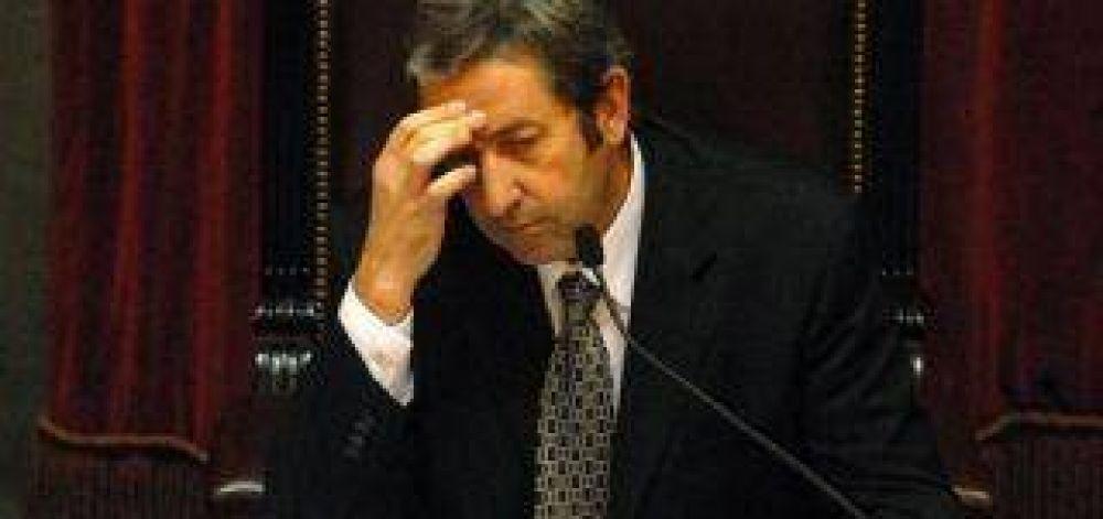 Con la ayuda de Cobos, los Kirchner ahora planean quedarse con todas las reservas