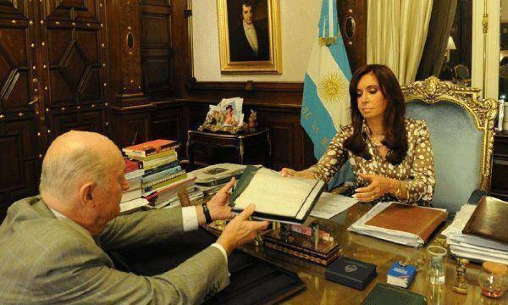 Cristina Kirchner firmaría hoy el decreto de remoción de Martín Redrado del Central