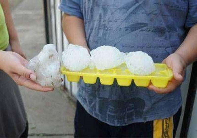 Cayó granizo en varios sectores de la provincia y siguen las fuertes lluvias