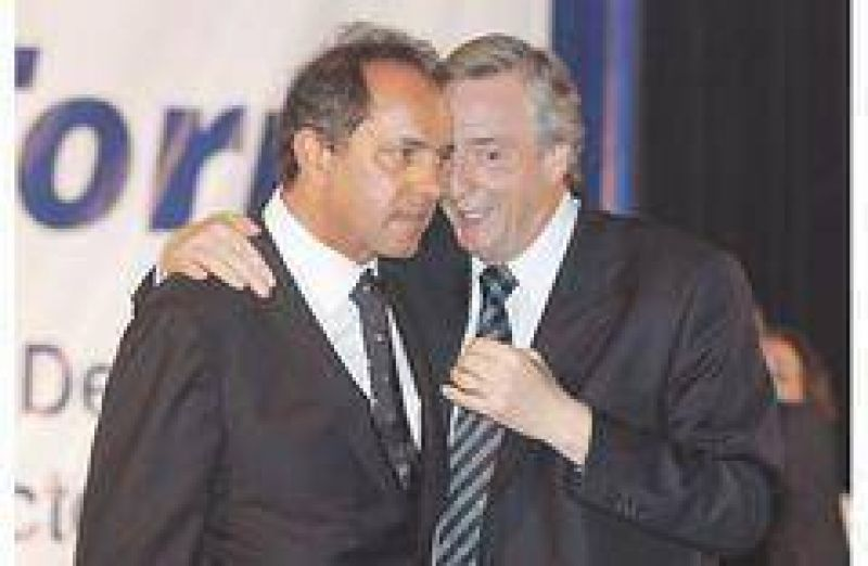 Con una solicitada, Kirchner busca mostrar que conduce el PJ bonaerense