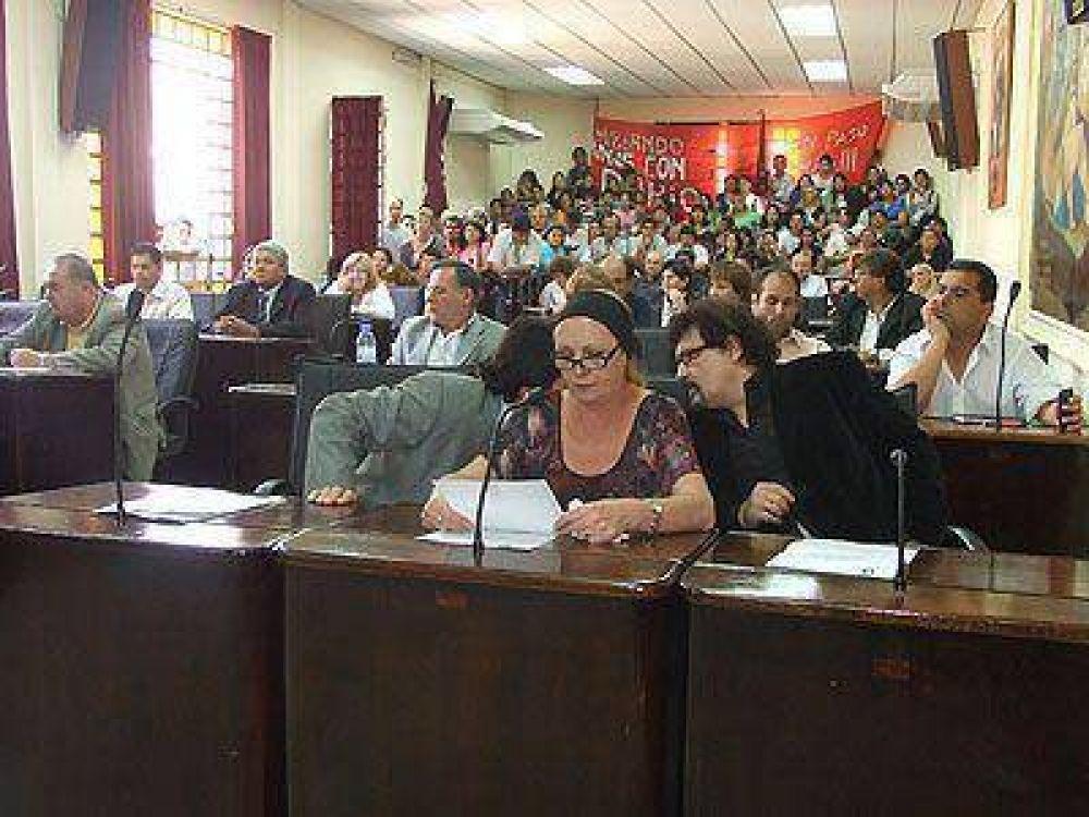La oposición busca aumentar la participación del Concejo en la definición de las contrataciones