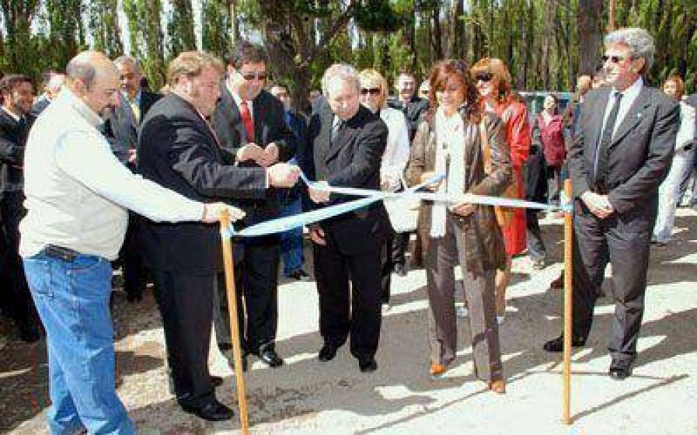 Peralta anunció la decisión de construir acueducto desde el Lago Buenos Aires