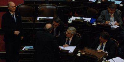 Pampuro reúne a senadores enojados y tiembla Olivos
