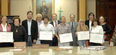 Artesanas de Olavarría recibieron diplomas de honor del Instituto Cultural de la provincia