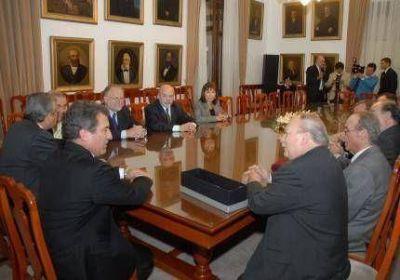 Urribarri y miembros del Consejo de la Magistratura dialogaron sobre el funcionamiento de la justicia federal