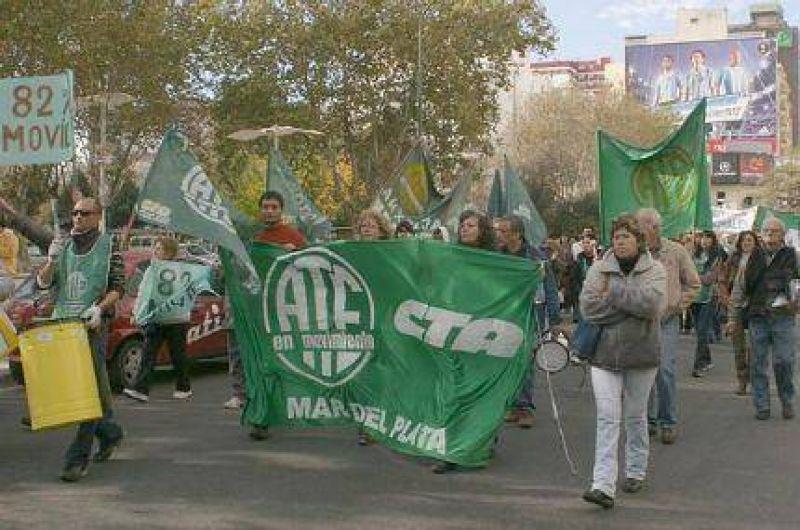 Día de paros y movilizaciones frente a la Municipalidad