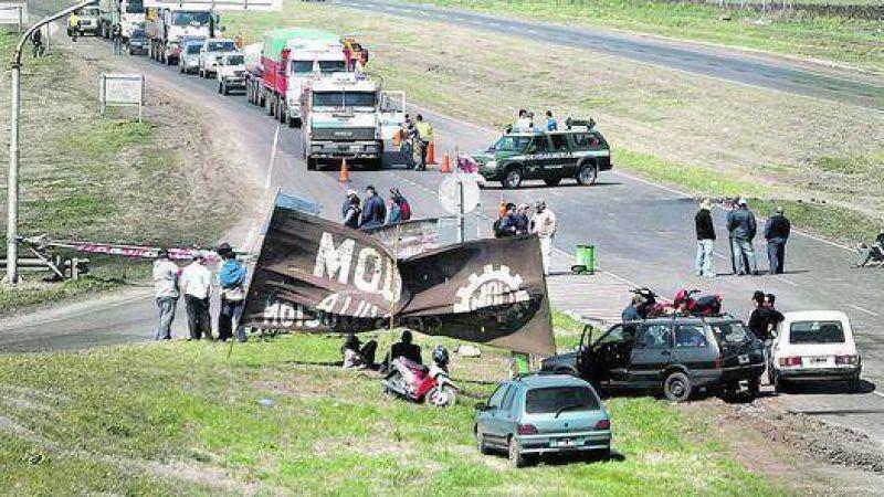Paraná Metal: el acuerdo se demora y la ruta sigue cortada