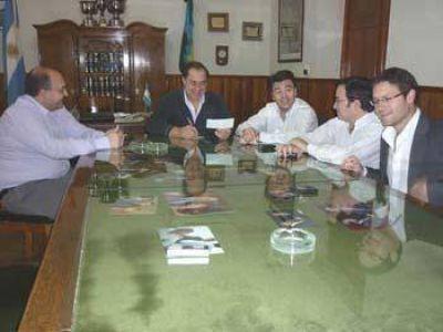 La Autoridad Interjurisdiccional de Cuencas entreg� fondos para obras de la costanera