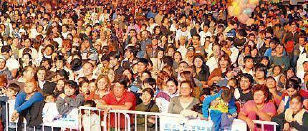 Una multitud asistió al inicio del cumpleaños de La Banda