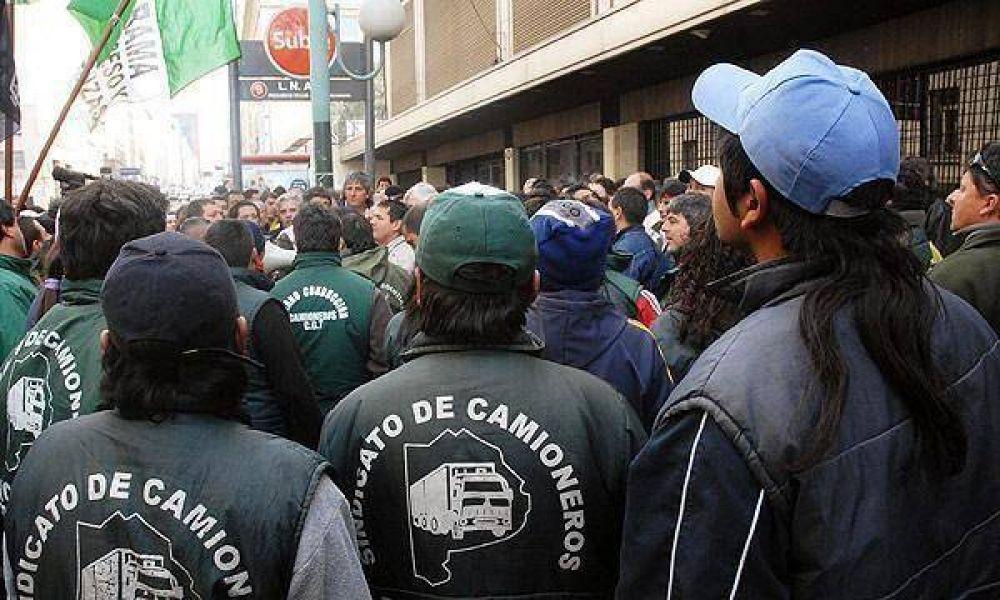 Vuelve la tensión en las plantas de Siderar: Camioneros podría retomar hoy los bloqueos