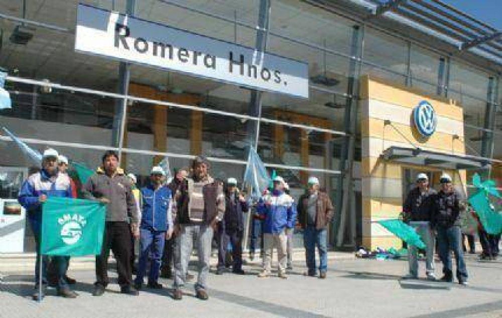 Escrache y paro por tiempo indeterminado de los trabajadores de SMATA ante la firma Romera