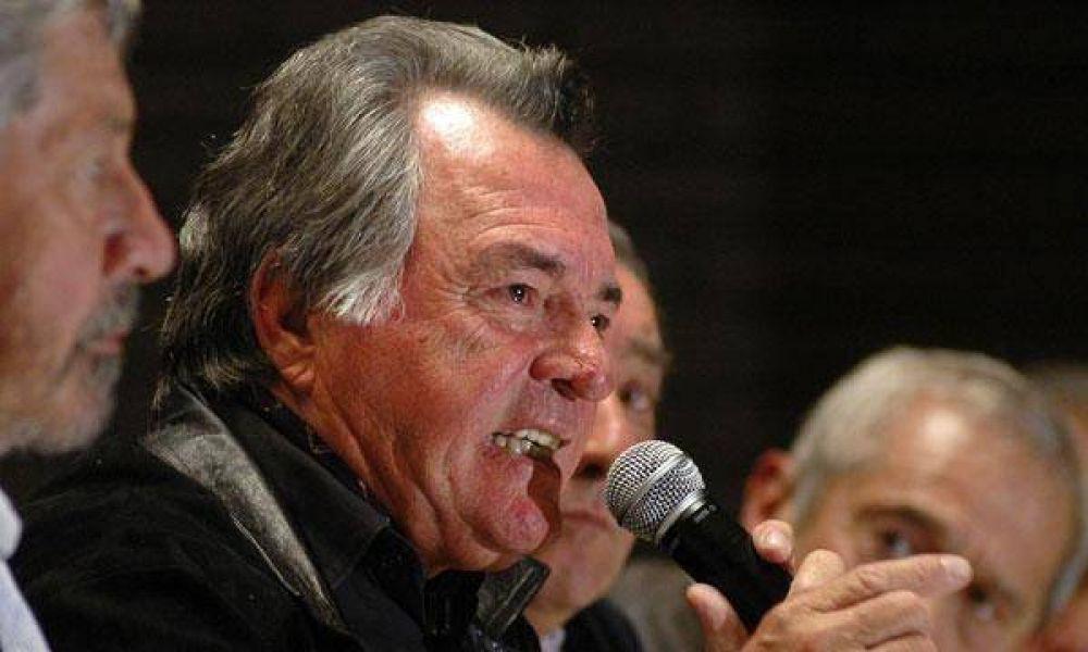 Barrionuevo asegura que habrá más fugas de gremios de la CGT